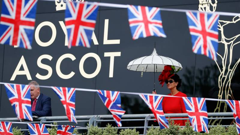 Queen hails Royal Ascot for putting on a show