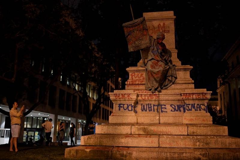 Protesters topple Washington DC statue of Confederate general