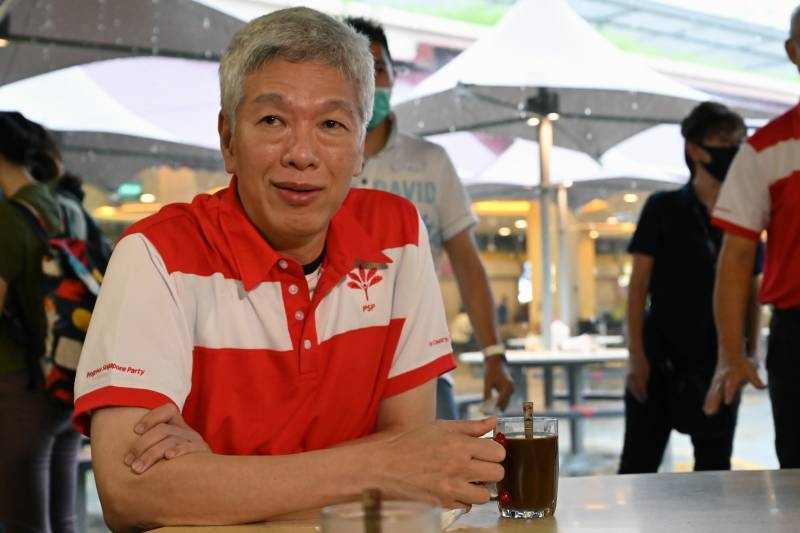 Singapore PM's brother joins opposition before polls