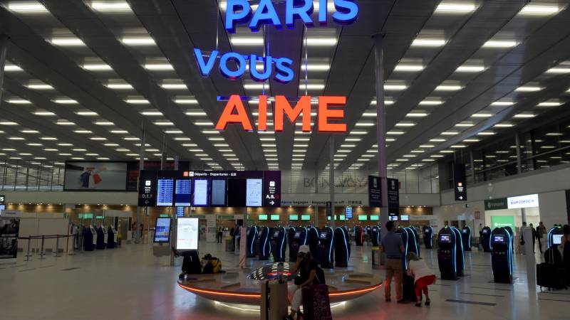 Paris-Orly airport reopens after 3-month virus closure