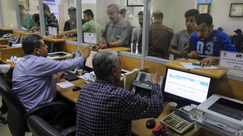 Gaza families receive Qatari financial aid