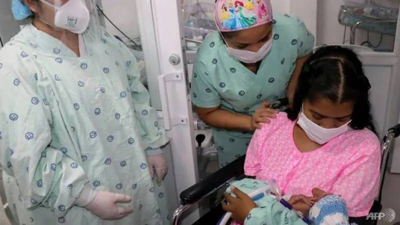 Colombian with COVID-19 gives birth in coma