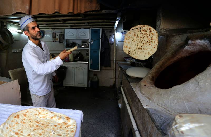 The men who bake up a 'blessing' in Tehran