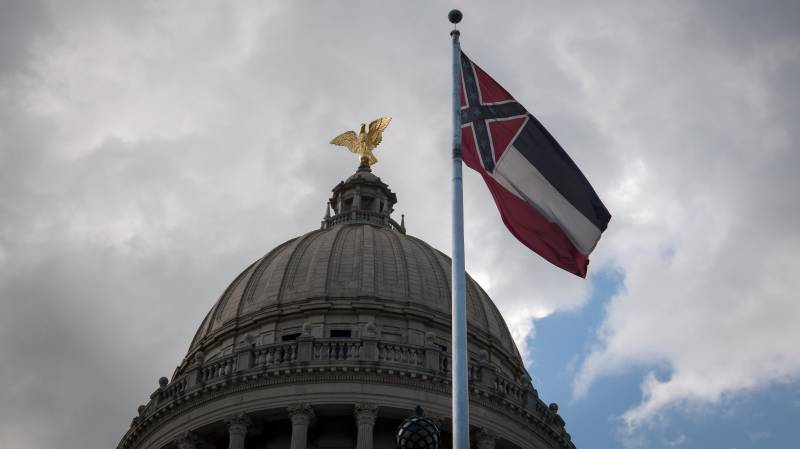 Mississippi votes to remove Confederate symbol from state flag