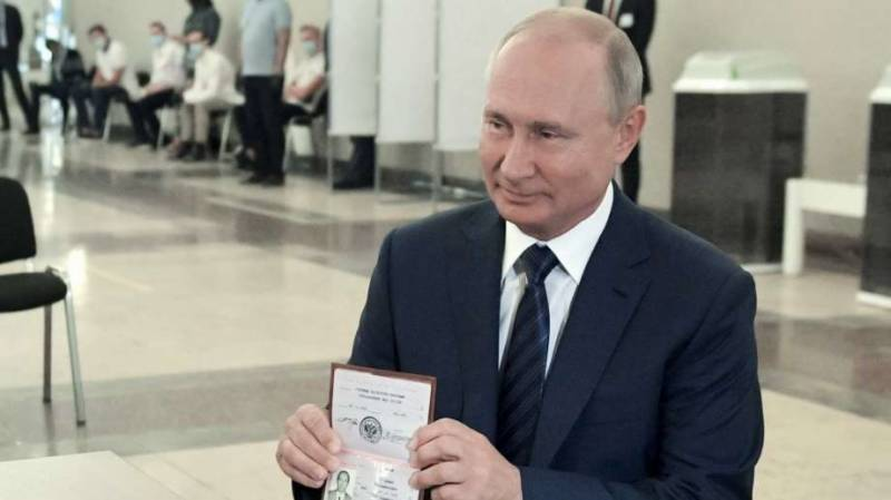 Early results show strong backing for reforms extending Putin rule