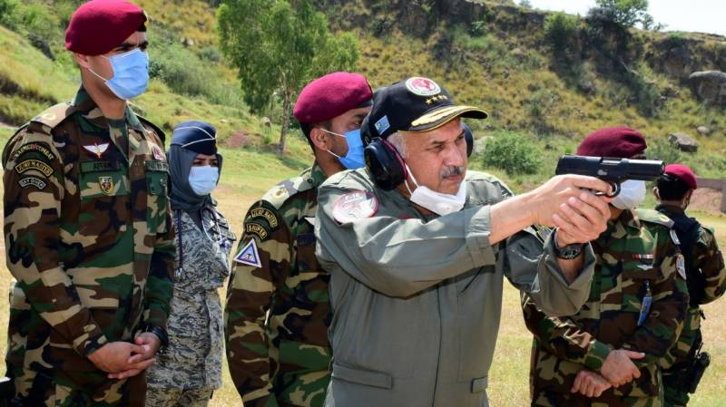 Air chief visits operational base, special services wing