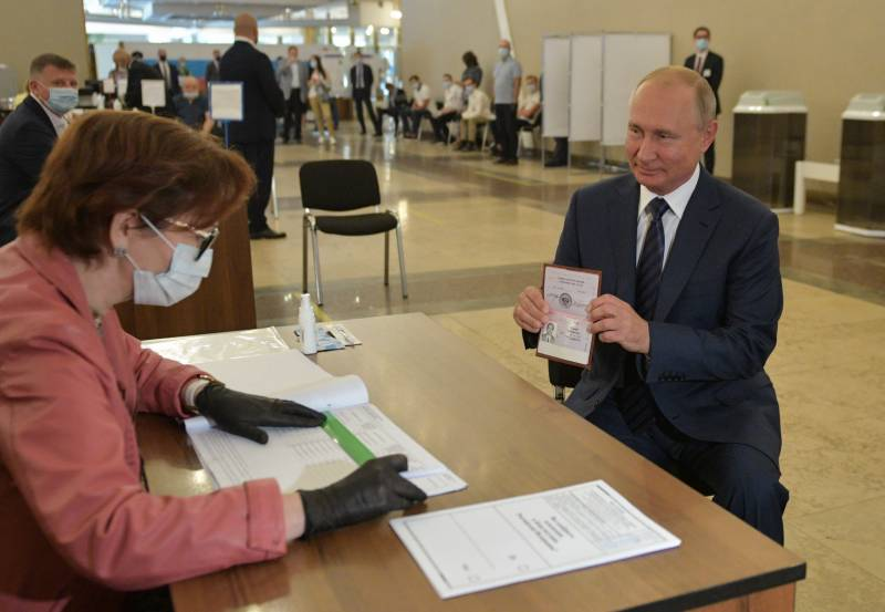 Russian voters allow Putin to stay in power until 2036