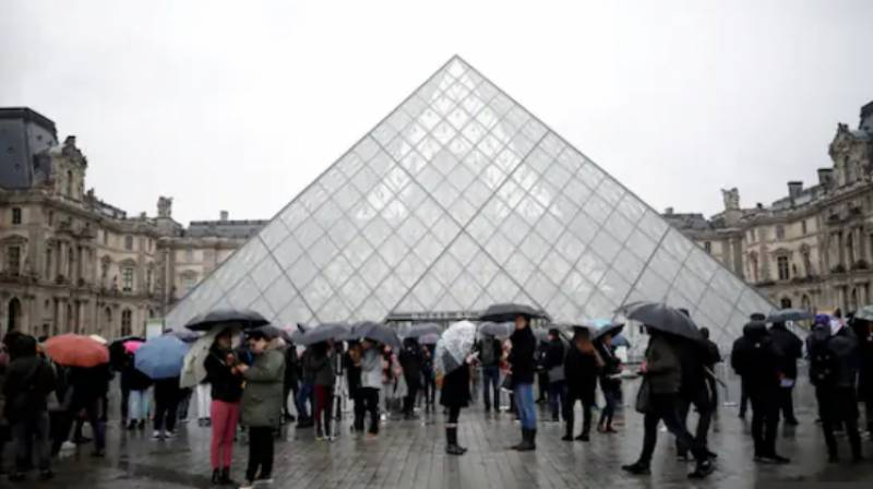 Louvre museum reopens after 16-week virus shutdown