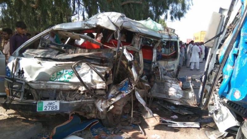 5 dead, 12 injured as van collided with truck in RY Khan
