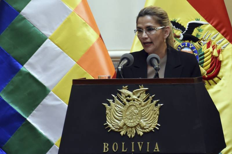 Bolivia leader catches virus as US cases soar higher