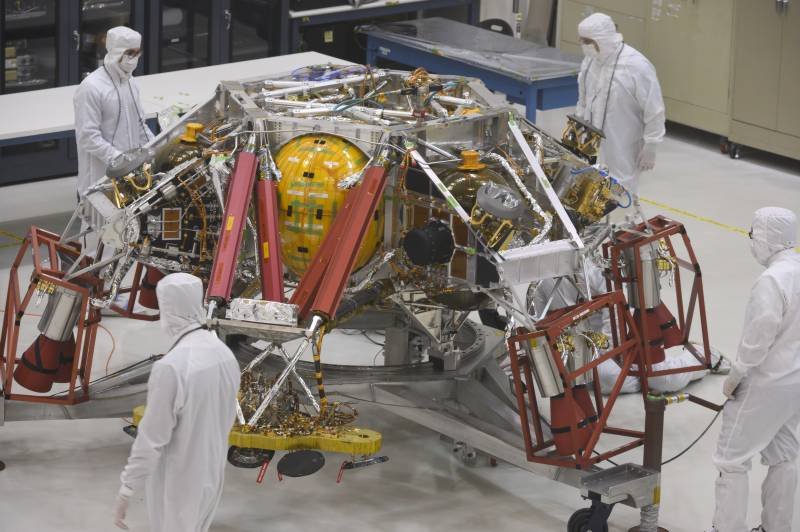 UAE 'Hope' probe heads for Mars