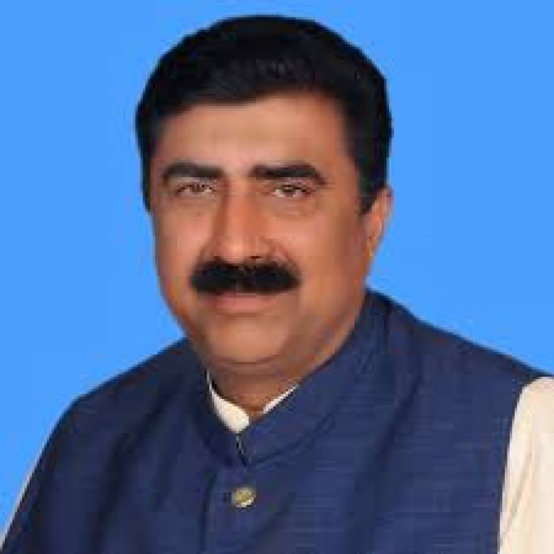 PTI issues show-cause to party MNA for speaking against Qureshi