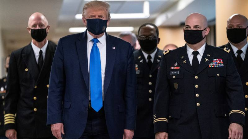 Trump visits wounded service members at Walter Reed