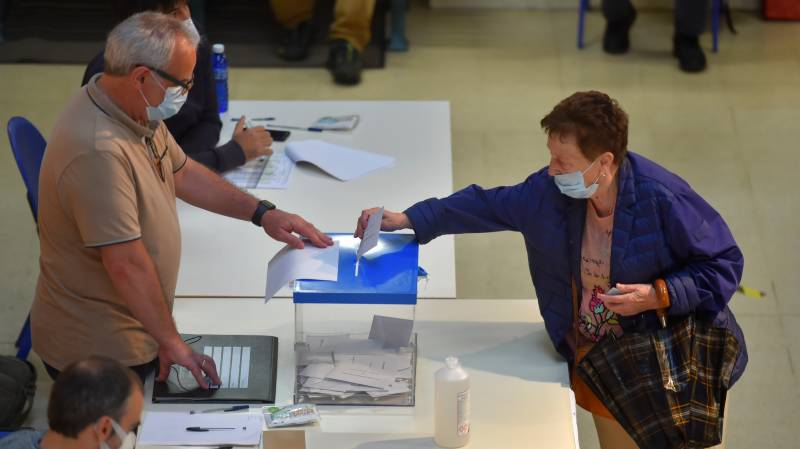 Spain holds first regional elections since pandemic began