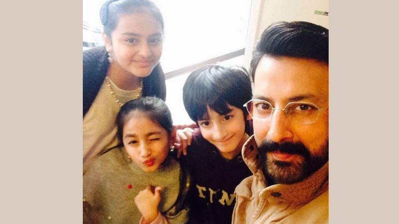 Actor Babar Ali's video with kids goes viral
