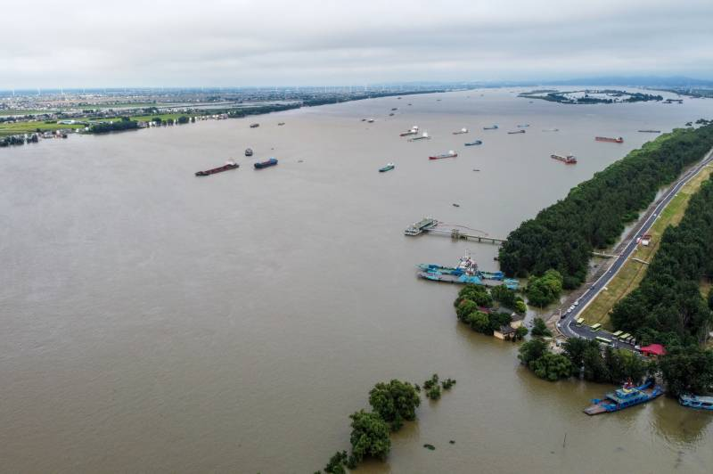 China rushes to contain floods after record rainfall