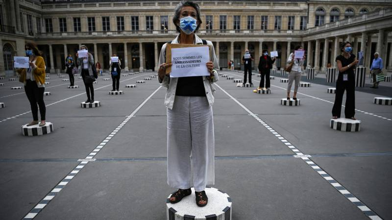 France makes public mask-wearing compulsory indoors