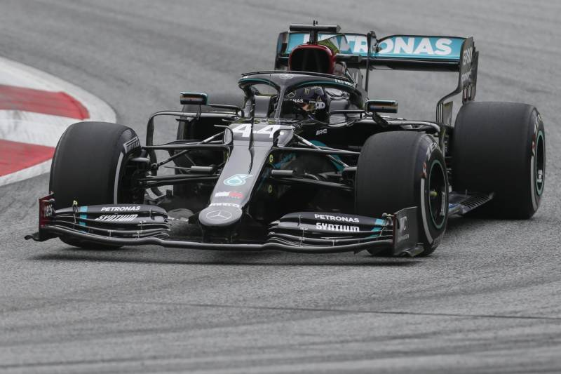 Hamilton on top as Mercedes dominate in Hungary