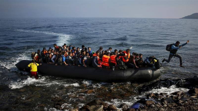 Greece arrests six for smuggling migrants on yachts