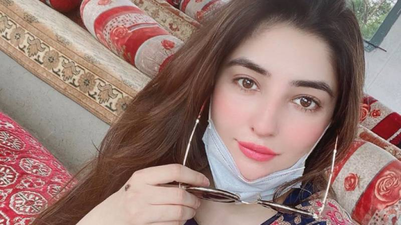 After dance video controversy, Gul Panra looks splendid in new photos