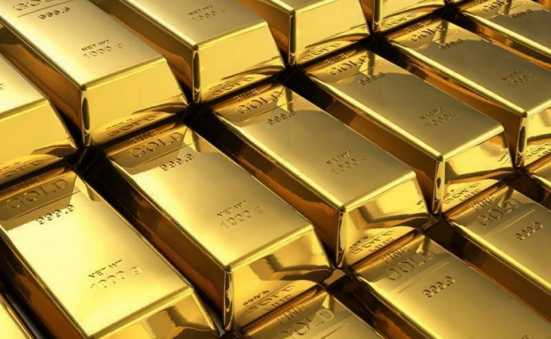 Gold price races up to record Rs122,750 per tola