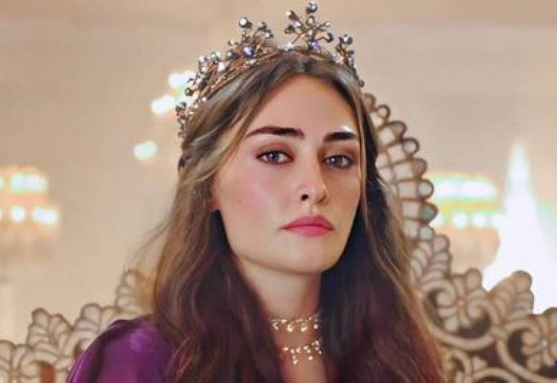 Ertugrul star Esra Bilgic shares special video message for Pakistani fans