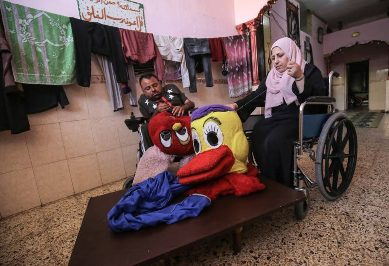 Disabled Gaza couple make dolls to give their children 'decent life'