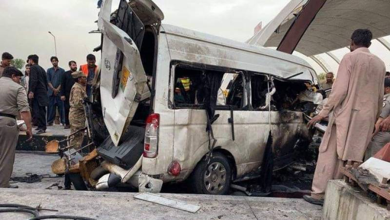 Six die, 12 injured in Muzaffargarh van-car collision