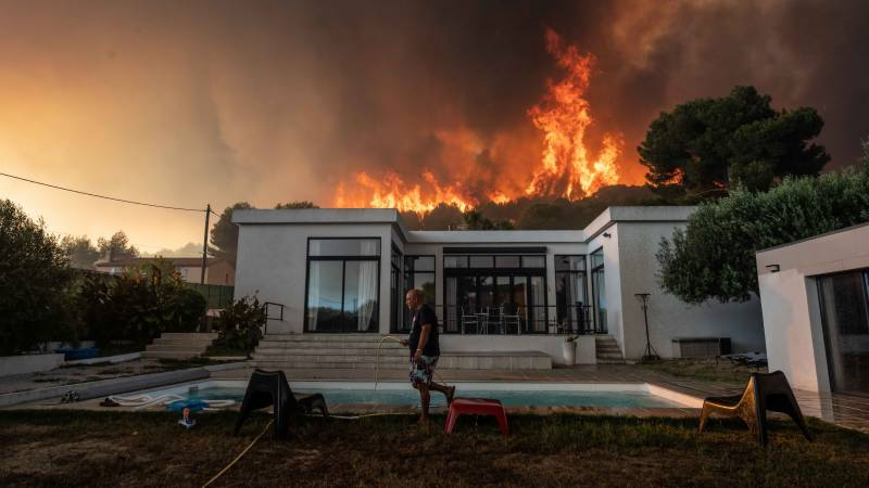 Thousands evacuated as forest fires rage in southern France