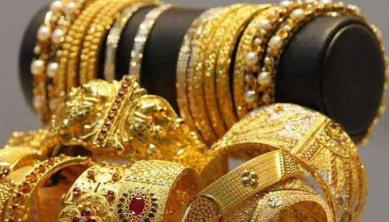 Gold prices decreased by Rs3,000 per tola in Pakistan