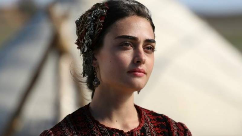 Ertugrul star Esra Bilgic wins Pakistanis' hearts with special video message