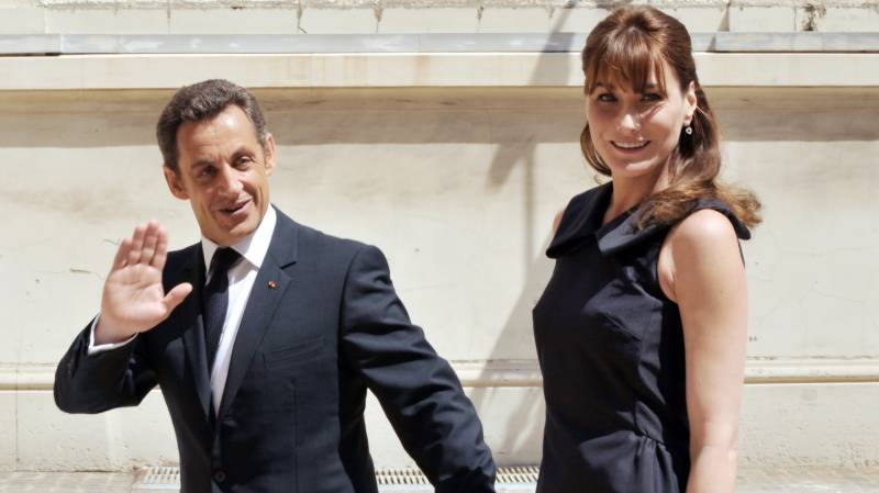 Sarkozy's 'love story' memoirs top French bestseller list