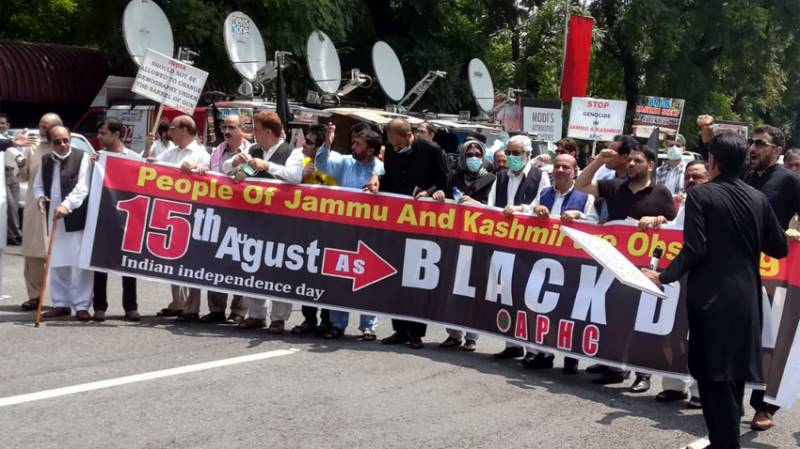 Hurriyat leaders stage protest outside Indian High Commission in Islamabad