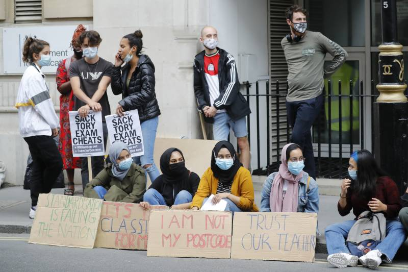 Pupil protests hit Downing Street over A-level results fiasco