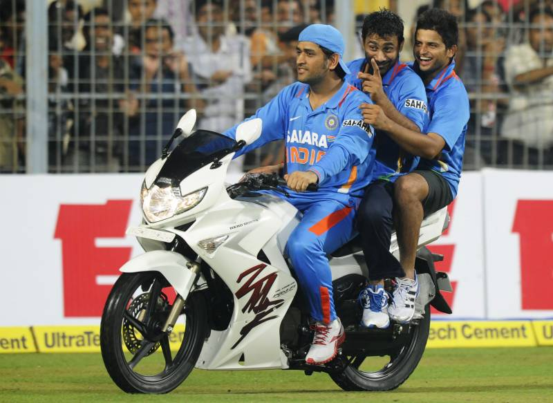 Fans urge BCCI to retire Dhoni's number seven jersey