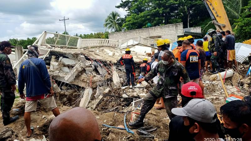 One dead, dozens injured as strong quake hits central Philippines
