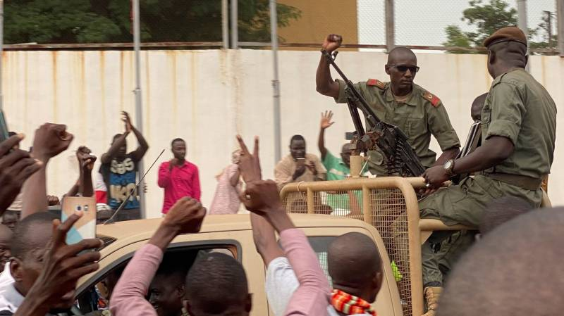 Mutineering troops seize Mali's president and prime minister