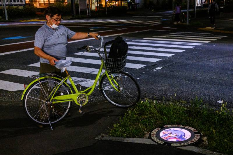 Japanese city lights up sewer covers