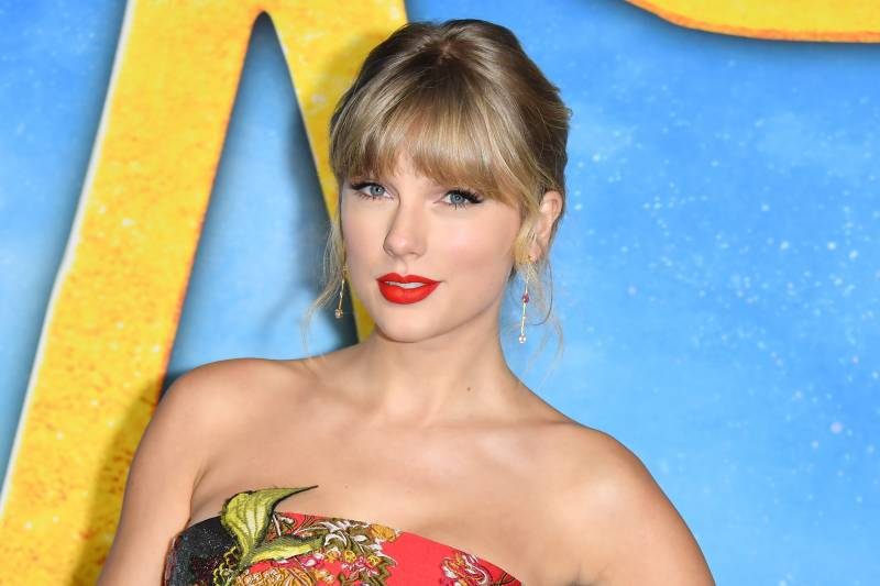 Taylor Swift donates to London schoolgirl's university fund
