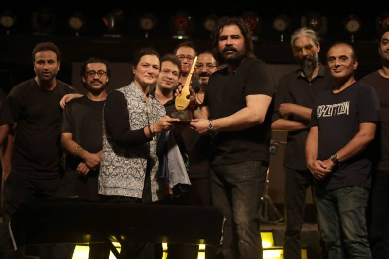 Shaan-e-Pakistan's SEPMA 2020 gives awards to deserving musicians