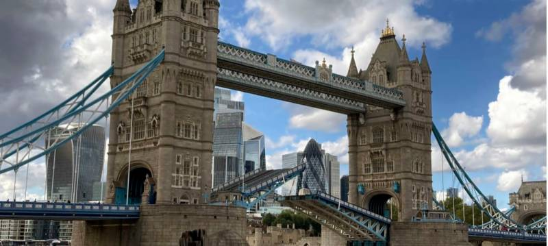 London's Tower Bridge gets stuck