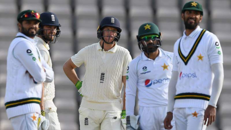 Pakistan misses success despite help from English weather and fielders