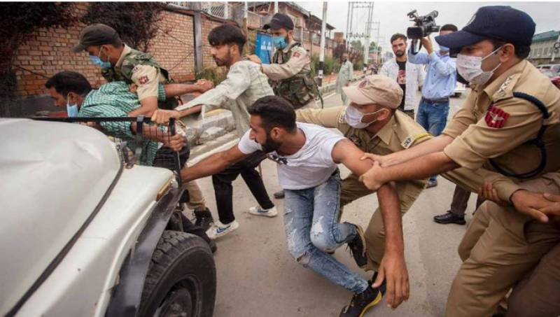 Indian forces crack down on Shia mourners in Occupied Kashmir, arrest 200