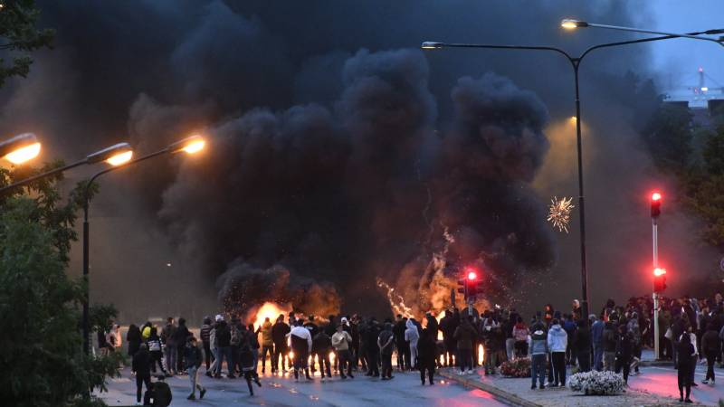 Riots in Sweden after anti-Muslim Danish leader banned