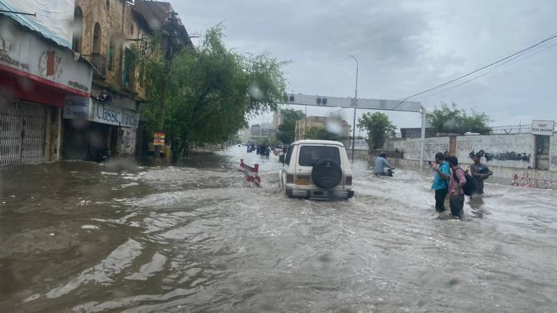 Pakistan Army continues rescue and relief operation in Karachi