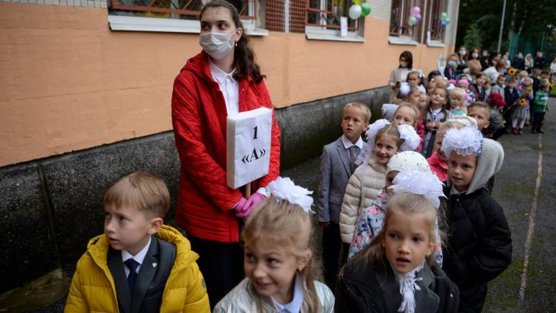 Russia virus cases pass 1 million as students back to school