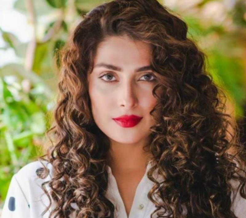 Actress Ayeza Khan advises fans to eat clean in order to stay fit