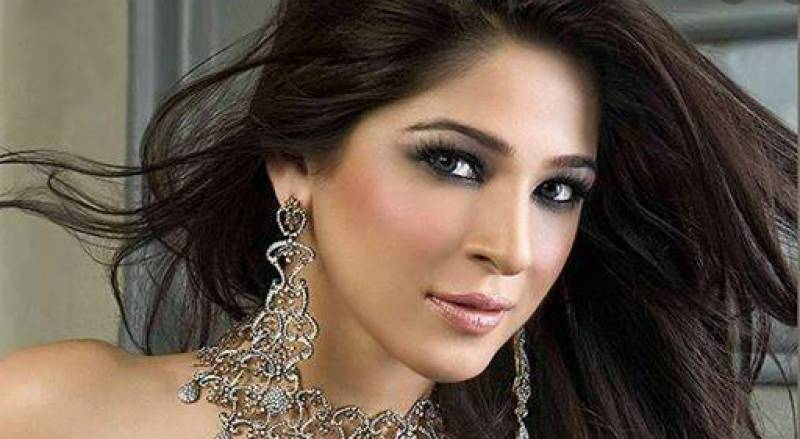 Actress Ayesha Omar's latest picture sets social media on fire
