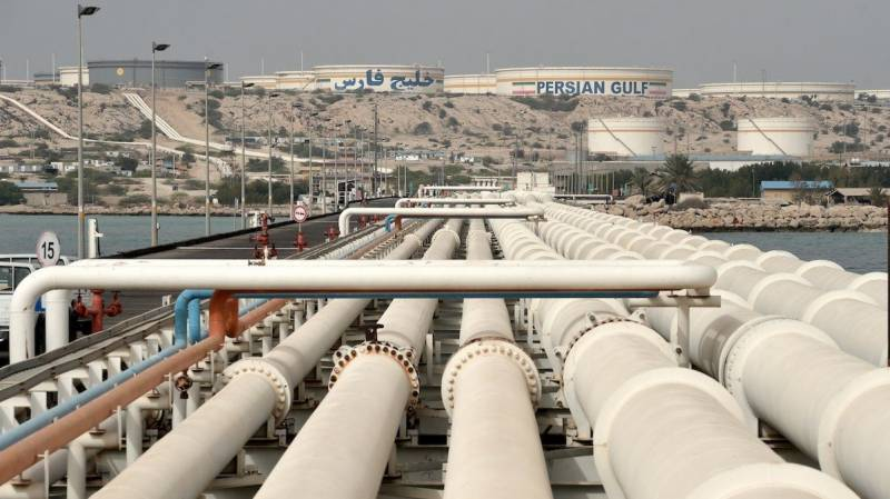 US sanctions Chinese, UAE firms skirting Iran oil embargo