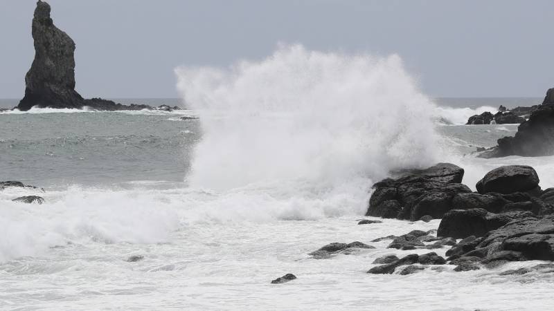 Violent typhoon heads for Japan packing 'record' winds and rain